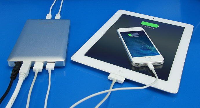 akitio-thunder-dock-usb-charger
